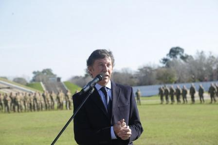 El intendente Gustavo Posse presidió hoy el acto que se llevó a cabo en el Batallón de Arsenales 602 de Boulogne, donde alumnos de escuelas públicas y privadas disfrutaron de una muestra de los vehículos de dotación de la fuerza.