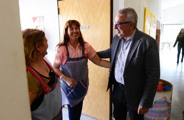 Durante la inauguración de los nuevos juegos del jardín N° 948, también realizados con fondos municipales, el intendente de Tigre reclamó a la gobernadora que priorice la educación