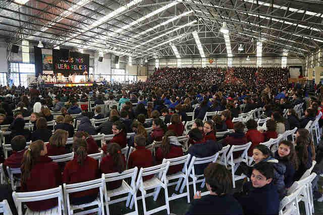 Multitudinaria misa del niño en el colegio Marín de San isidro