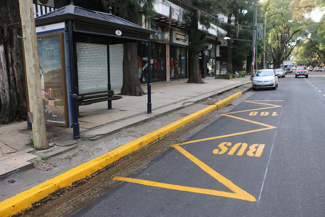 Señalizan paradas de colectivos en Av. Del Libertador en San Isidro