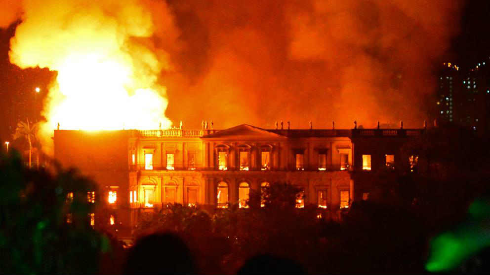 Un incendio devora el Museo Nacional de Río, una joya cultural de Brasil