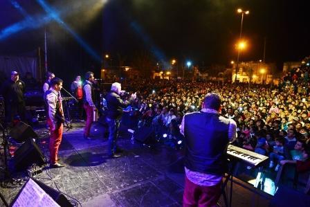 Miles de sanfernandinos disfrutaron el Festival Tropical