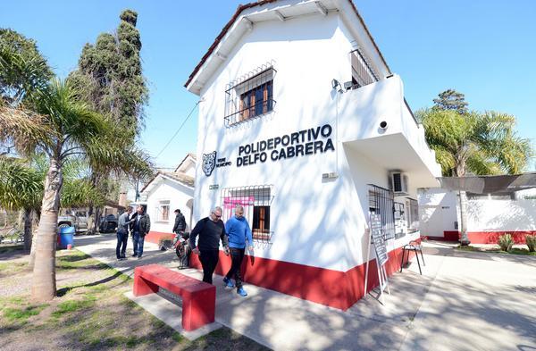 Julio Zamora anunció nuevas obras en el polideportivo Delfo Cabrera