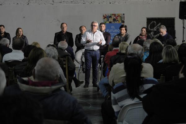 Julio Zamora se reunió con vecinos de Tigre centro