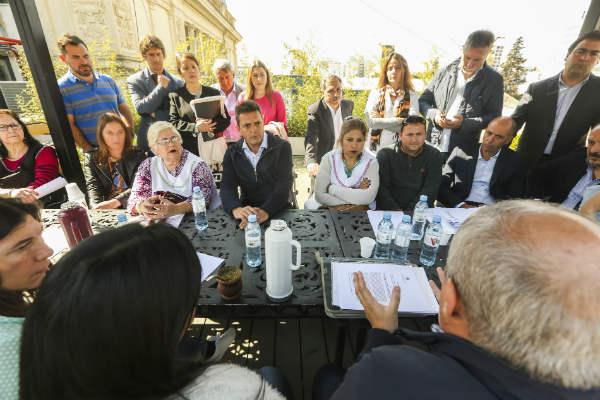 Sergio Massa y legisladores provinciales del Frente Renovador compartieron un encuentro con docentes en la Legislatura bonaerense, en el marco de la sesión especial en la cual será votado el Proyecto de Ley que exige declarar la emergencia edilicia escolar