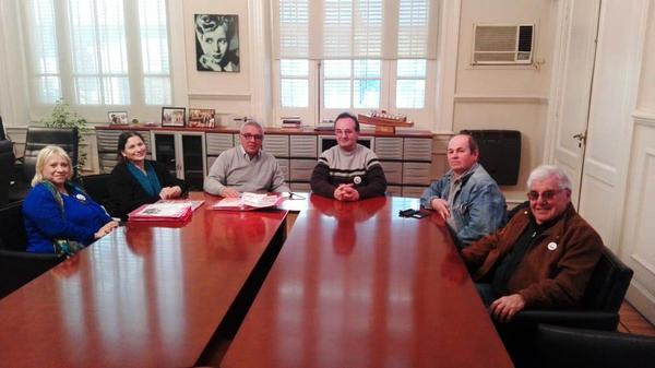 Julio Zamora recibió en su despacho a miembros de la Comisión de Historia de El Talar
