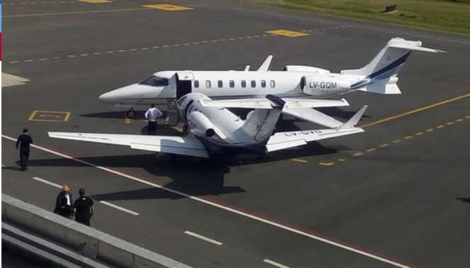 Dos aviones privados chocaron este jueves en el aeropuerto de San Fernando, No se registraron lesionados por el incidente.