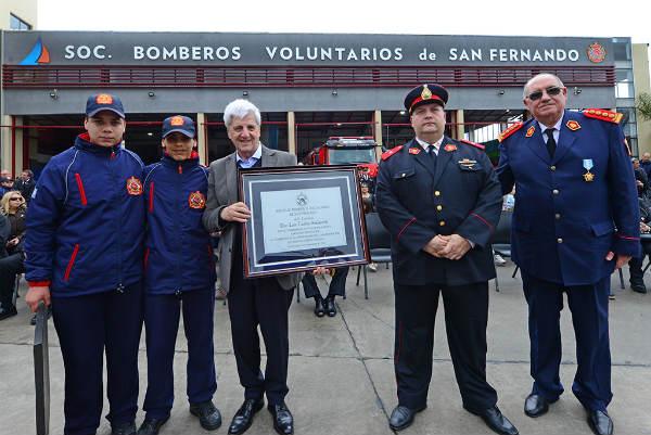 Los Bomberos de San Fernando celebraron con un gran desfile el primer año del nuevo Cuartel