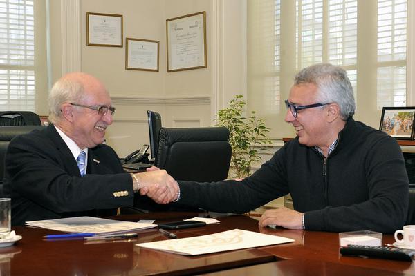 El acuerdo rubricado por el intendente Julio Zamora y los directivos de ambas instituciones, permitirá el intercambio recíproco de propuestas culturales.