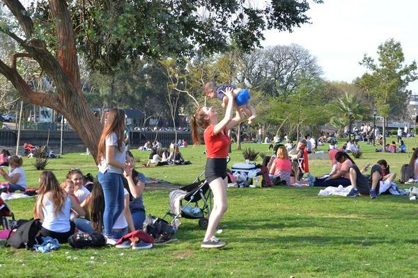Miles de personas celebraron el comienzo de la primavera y el Día del Estudiante en Tigre