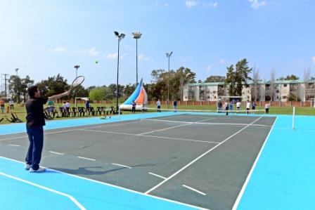 El Poli N° 1 de San Fernando ya cuenta con una nueva cancha de tenis profesional