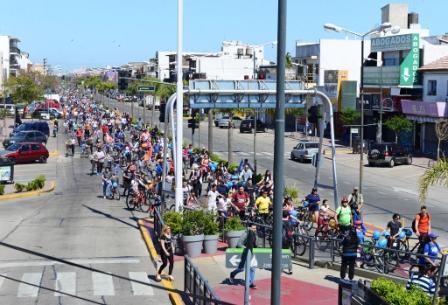 "Miles de familias disfrutaron la ""Bicicleteada Familiar"" de San Fernando"