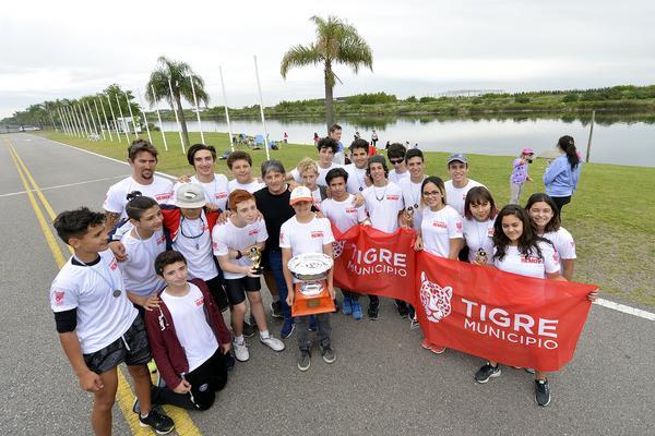 La Escuela Municipal de Remo de Tigre tuvo su primera regata promocional