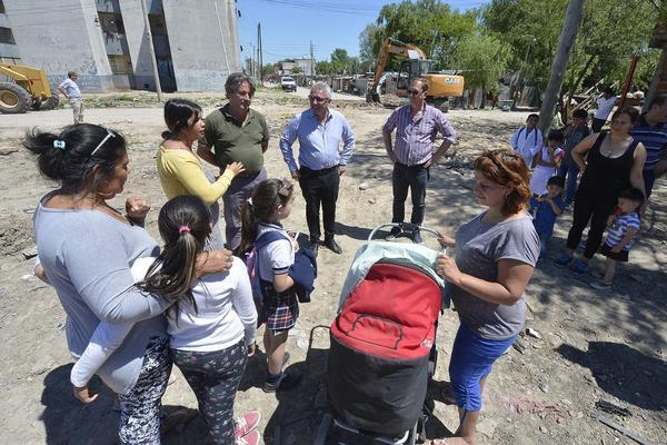 En Cina Cina, Julio Zamora dialogó con vecinos y el supervisó el inicio de obras municipales