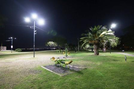 El paseo costero de San Isidro está más iluminado con las nuevas leds