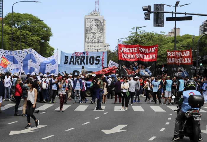 Movimientos sociales cortan la 9 de Julio para pedir la declaración de la emergencia alimentaria
