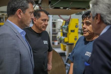 Sergio Massa dialogó con los trabajadores de Romipack, empresa líder en la fabricación y comercialización de bolsas de papel con más de 50 años de presencia en el mercado