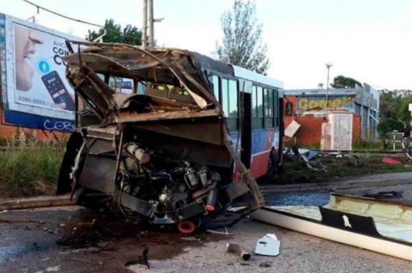 Seis heridos luego de que una formación del Belgrano Norte embistiera a un colectivo en Del Viso