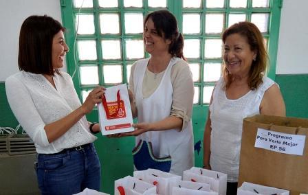 Más de 150 alumnos de escuelas primarias recibieron sus anteojos a través del programa municipal