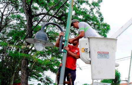 El municipio continúa con la colocación de nuevas luminarias en General Pacheco