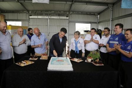 Con un gran agasajo por su día, el intendente de Vicente López, Jorge Macri, estuvo presente en la base operativa de Defensa Civil festejando su día con los integrantes.