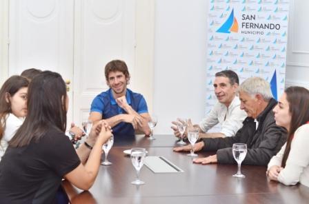 El Diputado Provincial Juan Andreotti y el Secretario Municipal Carlos Traverso entregaron un subsidio para que la sociedad de fomento mejore sus instalaciones. Es un club donde trabajan a la par sus históricos fundadores y jóvenes.
