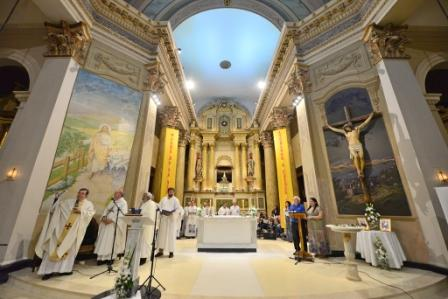 Se inauguró el nuevo altar de la Parroquia Aránzazu de San Fernando