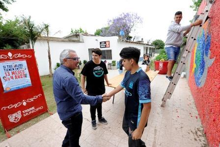 Julio Zamora visitó el Centro Comunitario Municipal en Don Torcuato