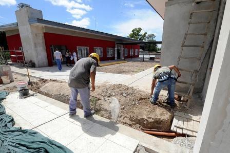 Julio Zamora supervisó el avance de obras del polideportivo 18 de Tigre en el barrio La Mascota