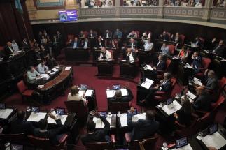 Los legisladores de la provincia de Buenos Aires sancionaron esta madruga los proyectos de Presupuesto General de Gastos y Recursos, Endeudamiento y ley Fiscal Impositiva correspondiente al año 2019.