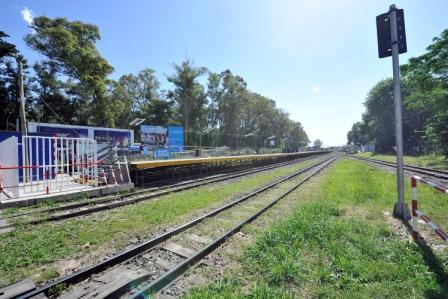 Industria y Profesionales de la Ciudad de Don Torcuato reclama al Estado Nacional que concluya la remodelación en la estación de trenes local.