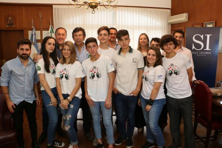 El intendente Gustavo Posse recibió a alumnos que crearon videos en redes sociales y otras actividades con el objetivo de generar conciencia sobre el cuidado del medioambiente.