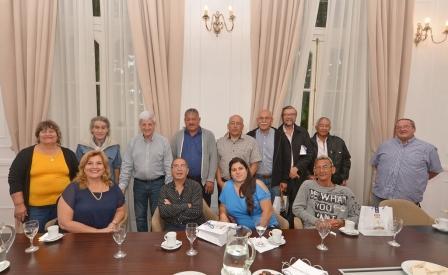 El Intendente de San Fernando homenajeó en el Palacio Municipal a 15 trabajadores comunales que pasaron a retiro tras décadas de servició en el sector público