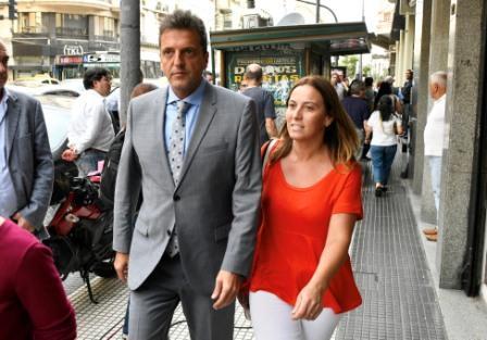 El líder del Frente Renovador, Sergio Massa, con la diputada Valeria Arata, llega a la Casa de Córdoba para compartir un encuentro junto a 10 gobernadores en el marco de la consolidación de Alternativa Federal.
