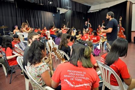 La orquesta Ricardo Carpani de Tigre brilló en su última presentación del año