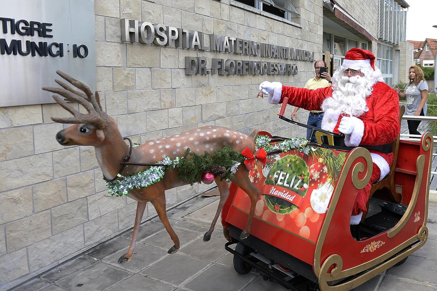 En vísperas de Navidad, el Hospital Materno de Tigre recibió la visita de Papá Noel.