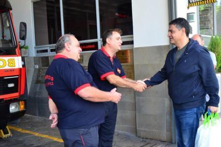 Jorge Macri visitó a los bomberos y entregó un bono de fin de año