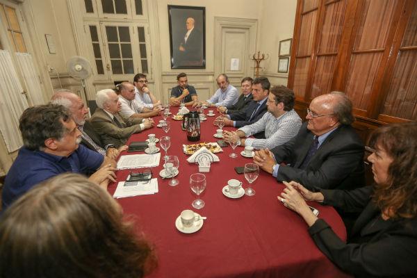 El líder del Frente Renovador se reunió con científicos para analizar la crisis que está viviendo ese sector en materia presupuestaria.