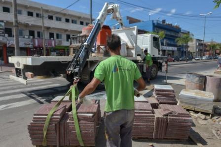 Avanza la última etapa de renovación de veredas de Av. Avellaneda