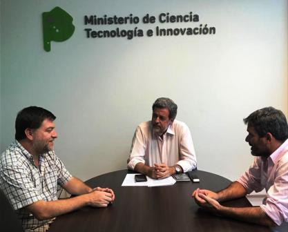 reunión de trabajo que el ministro de Ciencia, Tecnología e Innovación (MCTI), Jorge Elustondo, mantuvo esta tarde con el director de Pymes y Emprendedores de la Secretaría General Iberoamericana (SEGIB), Esteban Campero, y el Asesor de la cartera, Sebastián Vigliola.