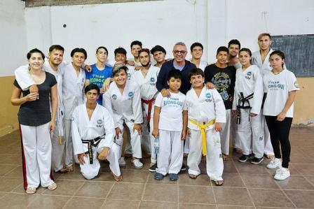 Tigre entregó un apoyo económico al Club Social, Cultural y Deportivo Baires de Don Torcuato