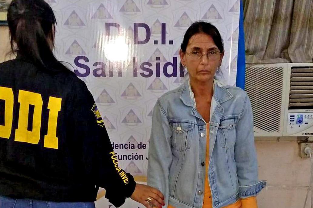 Cayó la mujer más buscada del país, prófuga durante 14 años por instigar el crimen de su marido.