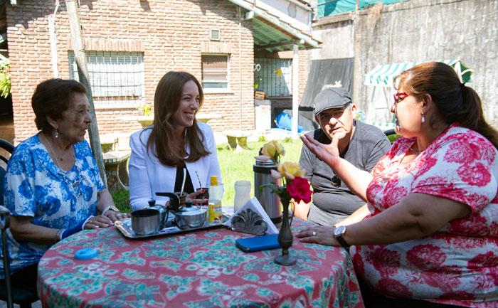 María Eugenia Vidal estuvo en San Martín con mujeres que terminaron la primaria en una escuela de adultos.