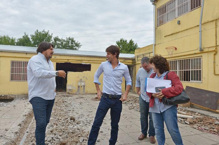 Juan Andreotti visitó la obra de renovación de la Escuela Provincial N° 7.
