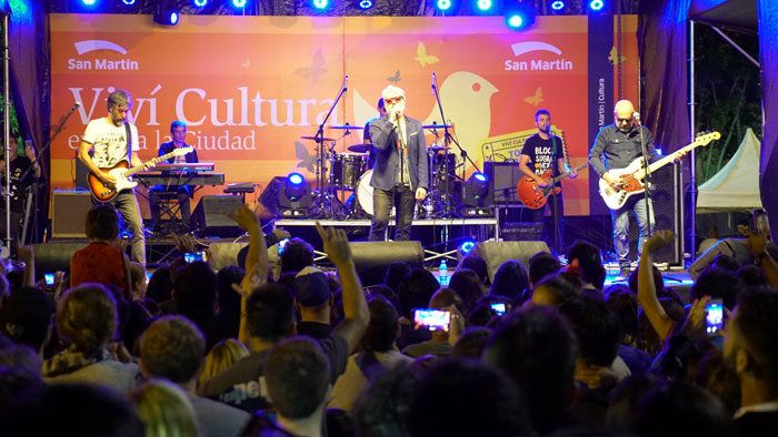 Con el show de Estelares, San Martín inauguró el ciclo de recitales al aire libre.