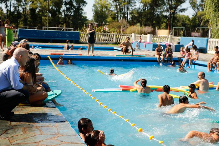 Ducoté visitó sede de Escuelas Abiertas en Verano en Manzanares