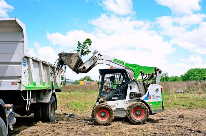 San Fernando hace operativos de mantenimiento de espacios verdes en barrios de Virreyes.