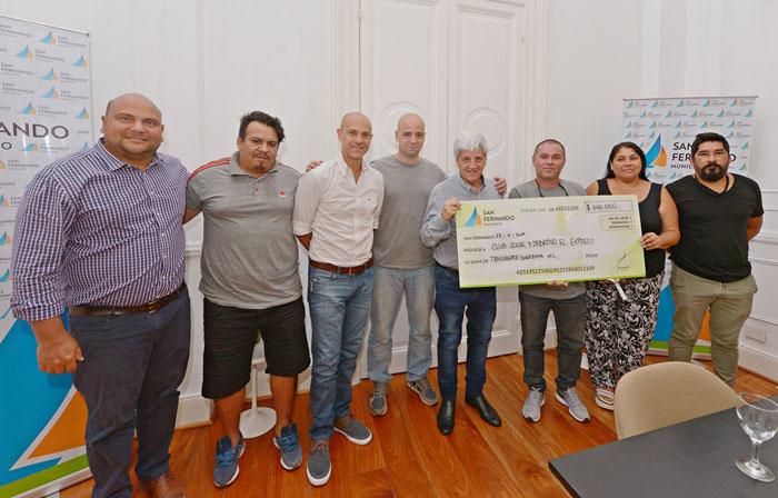Luis Andreotti entregó una nueva ayuda económica al Club Social y Deportivo El Expreso.