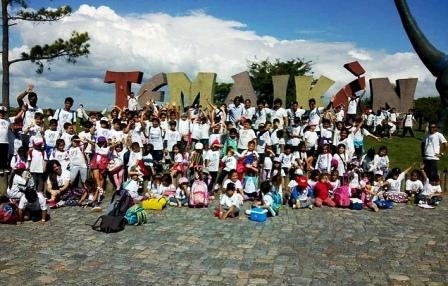 Chicas y chicos de Tirge disfrutan las colonias de verano con múltiples actividades y excursiones recreativas