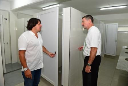 San Fernando renovó los vestuarios de campo del Poli N° 1 y comenzó a trabajar en los de la pileta